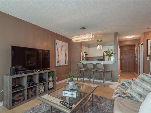 Condo Apartment at 1 Lee Centre Dr, Unit 612, Toronto, Ontario. Image 4