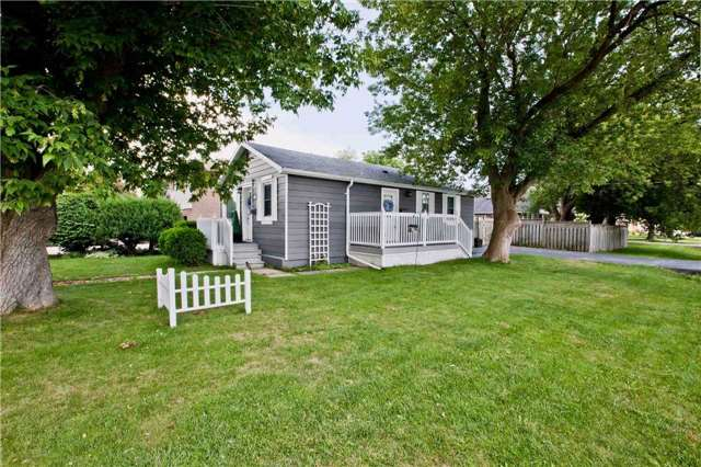 Detached at 111 Palmerston Ave, Whitby, Ontario. Image 2