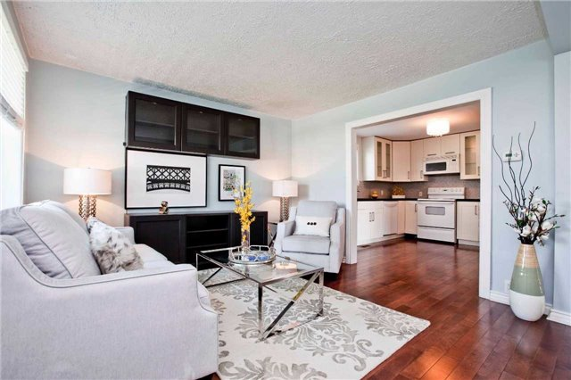 Detached at 111 Palmerston Ave, Whitby, Ontario. Image 4