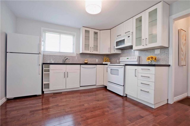 Detached at 111 Palmerston Ave, Whitby, Ontario. Image 6
