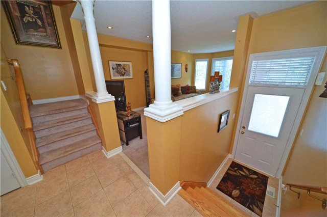 Townhouse at 39 Dooley Cres, Ajax, Ontario. Image 12
