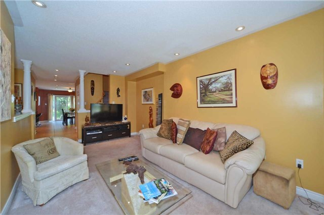 Townhouse at 39 Dooley Cres, Ajax, Ontario. Image 14