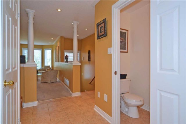 Townhouse at 39 Dooley Cres, Ajax, Ontario. Image 3