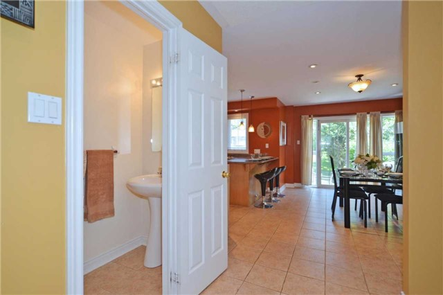 Townhouse at 39 Dooley Cres, Ajax, Ontario. Image 4