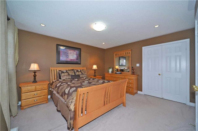Townhouse at 39 Dooley Cres, Ajax, Ontario. Image 6