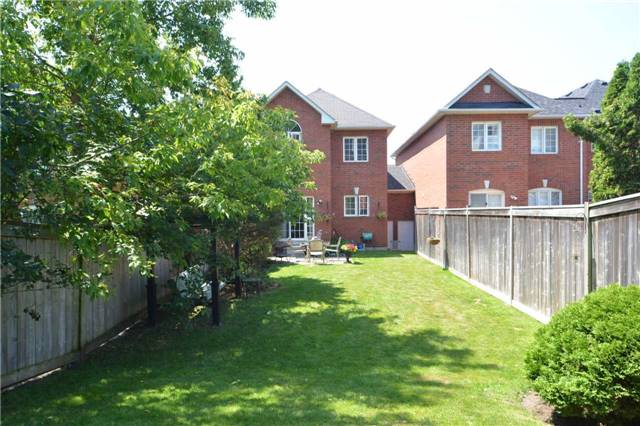 Townhouse at 39 Dooley Cres, Ajax, Ontario. Image 13