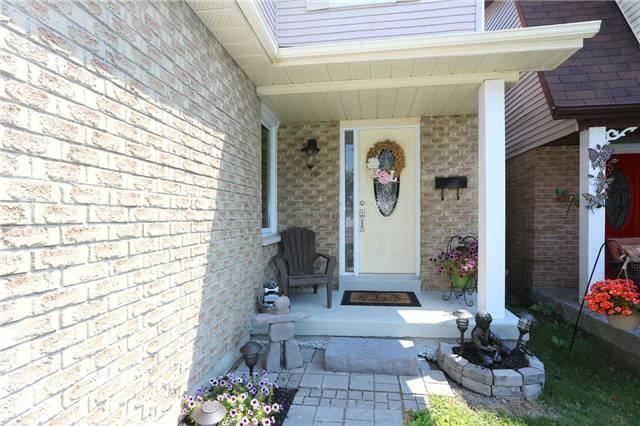 Detached at 877 Attersley Dr, Oshawa, Ontario. Image 1
