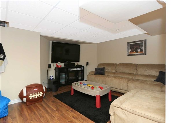 Detached at 877 Attersley Dr, Oshawa, Ontario. Image 4