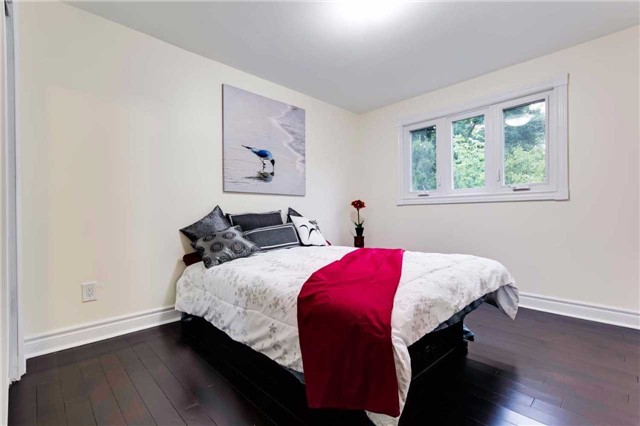 Detached at 38 Bledlow Manor Dr, Toronto, Ontario. Image 4