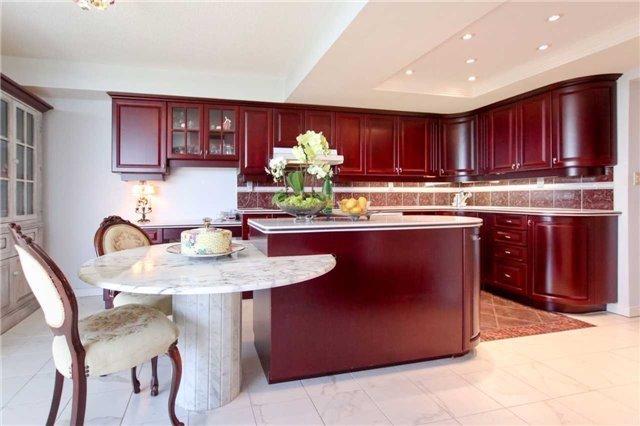 Condo Apartment at 900 Wilson Rd N, Unit 704, Oshawa, Ontario. Image 3