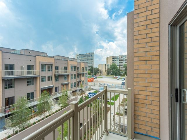 Condo Townhouse at 90 Orchid Place Dr, Unit 304, Toronto, Ontario. Image 6