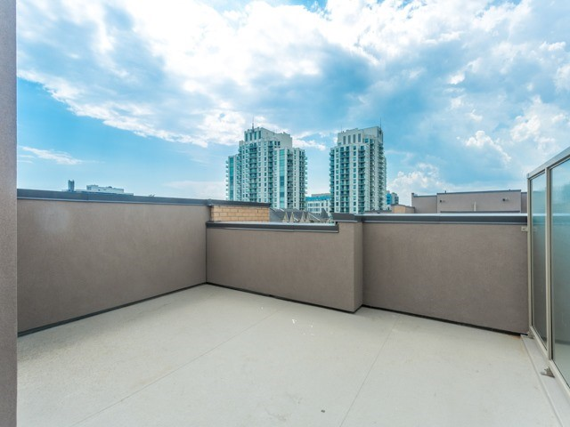 Condo Townhouse at 90 Orchid Place Dr, Unit 304, Toronto, Ontario. Image 9