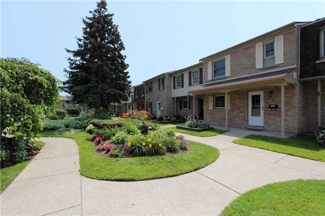 Condo Townhouse at 580 Eyer Dr, Unit 30, Pickering, Ontario. Image 10