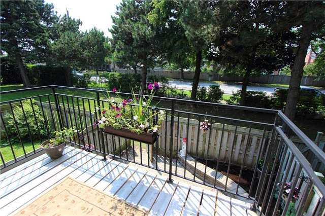 Condo Townhouse at 580 Eyer Dr, Unit 30, Pickering, Ontario. Image 11