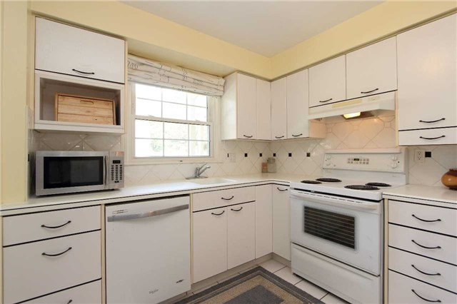 Condo Townhouse at 580 Eyer Dr, Unit 30, Pickering, Ontario. Image 12