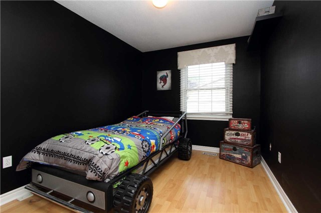 Condo Townhouse at 580 Eyer Dr, Unit 30, Pickering, Ontario. Image 2