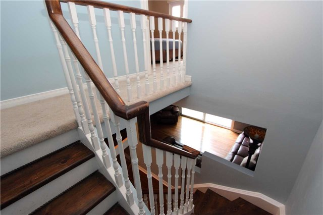 Condo Townhouse at 580 Eyer Dr, Unit 30, Pickering, Ontario. Image 5