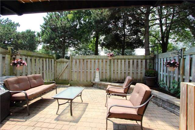 Condo Townhouse at 580 Eyer Dr, Unit 30, Pickering, Ontario. Image 8