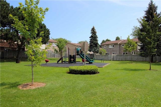 Condo Townhouse at 580 Eyer Dr, Unit 30, Pickering, Ontario. Image 9