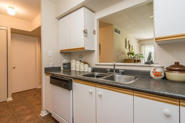 Condo Apartment at 95 Wellington St, Unit 111, Clarington, Ontario. Image 16
