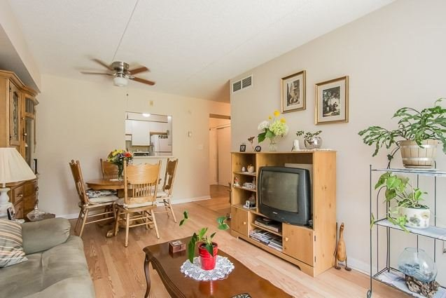 Condo Apartment at 95 Wellington St, Unit 111, Clarington, Ontario. Image 3