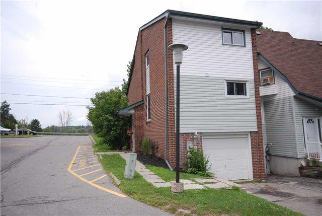 Condo Townhouse at 909 King St W, Unit 35, Oshawa, Ontario. Image 1
