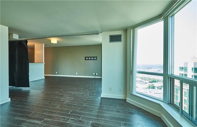 Condo Apartment at 11 Lee Centre Dr, Unit Ph309, Toronto, Ontario. Image 6