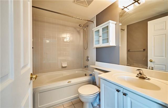 Condo Apartment at 11 Lee Centre Dr, Unit Ph309, Toronto, Ontario. Image 2