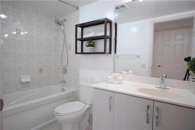 Condo Apartment at 8 Mondeo Dr, Unit 621, Toronto, Ontario. Image 5