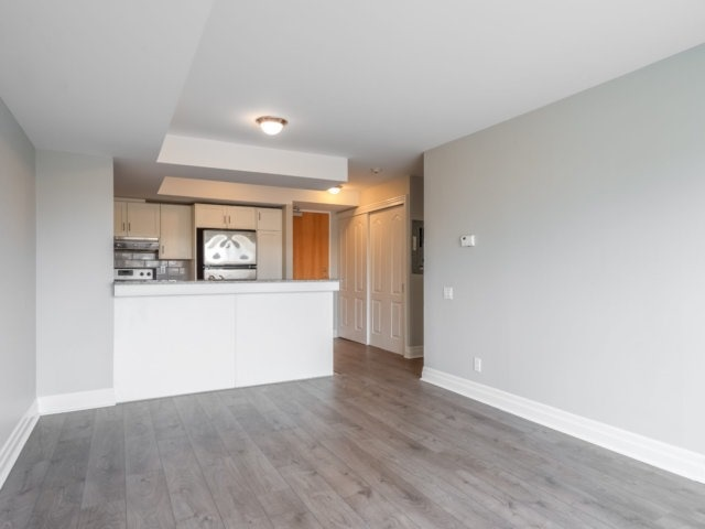 Condo Apartment at 44 Bond St W, Unit 202, Oshawa, Ontario. Image 10