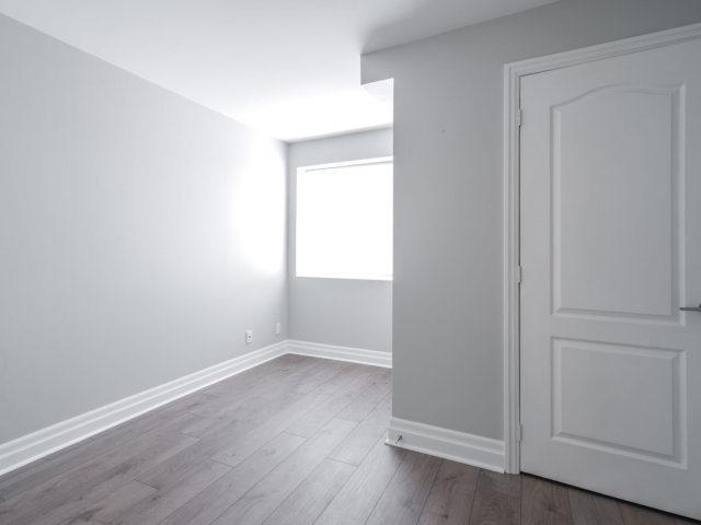 Condo Apartment at 44 Bond St W, Unit 202, Oshawa, Ontario. Image 2