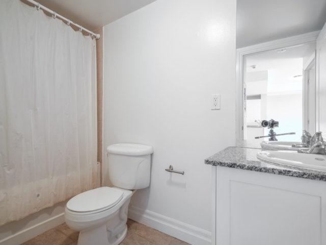 Condo Apartment at 44 Bond St W, Unit 202, Oshawa, Ontario. Image 4