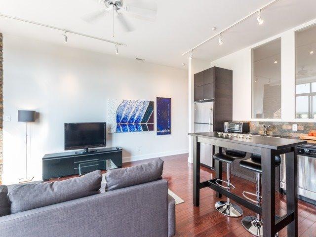 Condo Apartment at 160 Fallingbrook Rd, Unit 406, Toronto, Ontario. Image 4