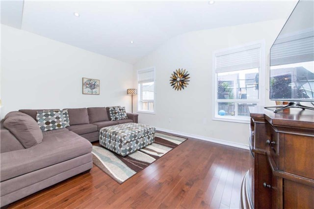 Detached at 47 Shrewsbury Dr, Whitby, Ontario. Image 2
