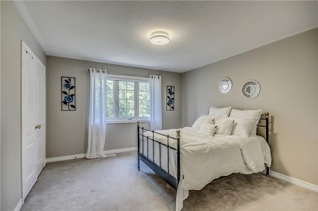 Detached at 1583 Winville Rd, Pickering, Ontario. Image 5