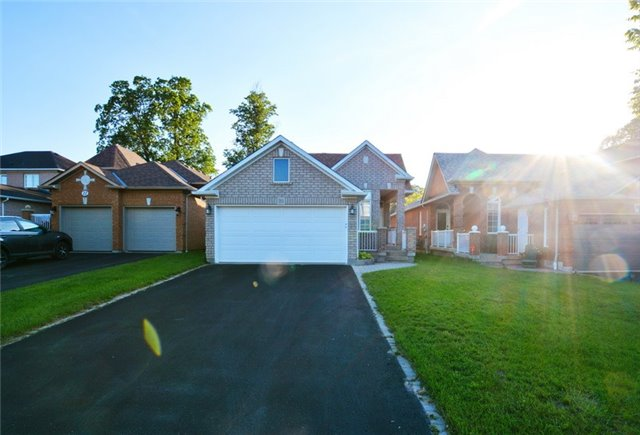Detached at 20 Berkshire Crt, Whitby, Ontario. Image 1