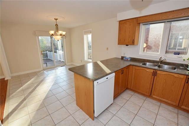 Detached at 20 Berkshire Crt, Whitby, Ontario. Image 14