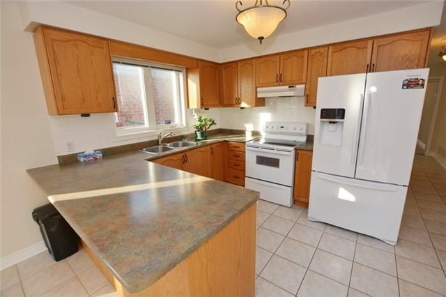 Detached at 20 Berkshire Crt, Whitby, Ontario. Image 15