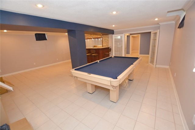 Detached at 20 Berkshire Crt, Whitby, Ontario. Image 2