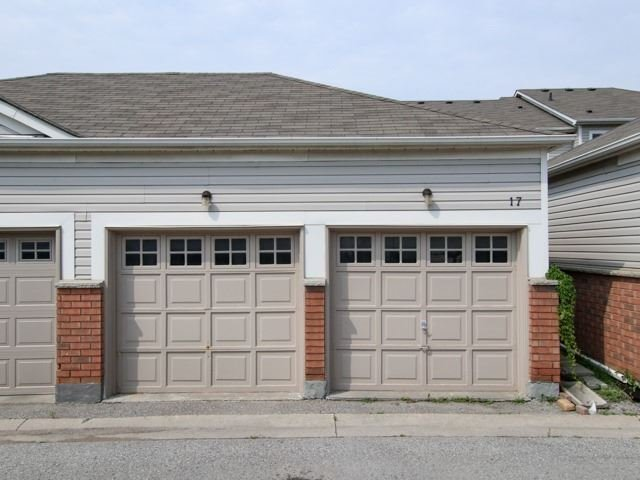 Townhouse at 17 Point Hope Pl, Whitby, Ontario. Image 12