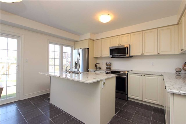 Townhouse at 123 Magpie Way, Whitby, Ontario. Image 14