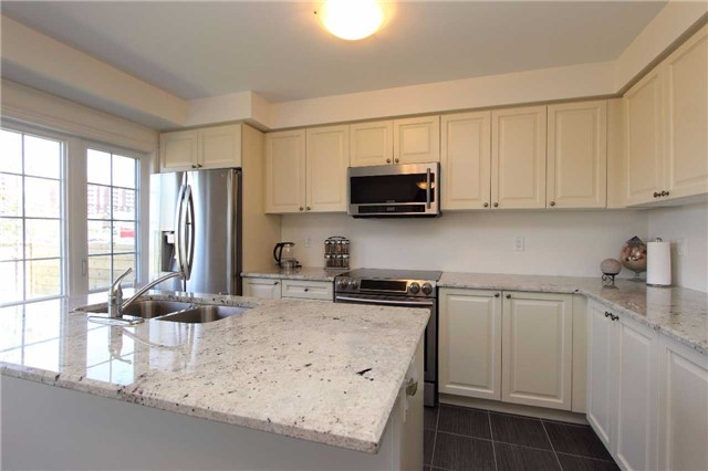 Townhouse at 123 Magpie Way, Whitby, Ontario. Image 17