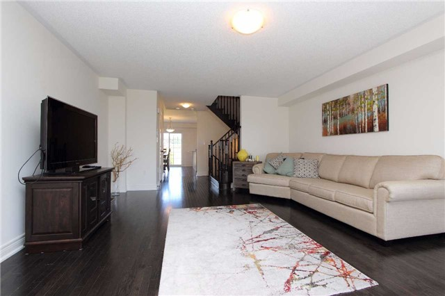 Townhouse at 123 Magpie Way, Whitby, Ontario. Image 3