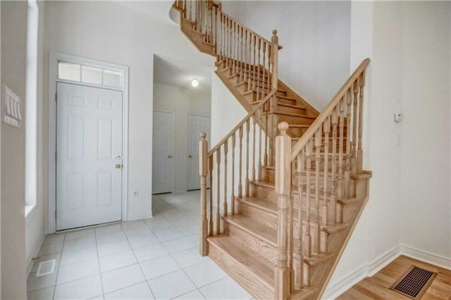 Detached at 120 Braebrook Dr, Whitby, Ontario. Image 6