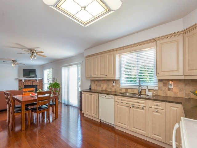 Detached at 2293 Beare Crt, Pickering, Ontario. Image 17