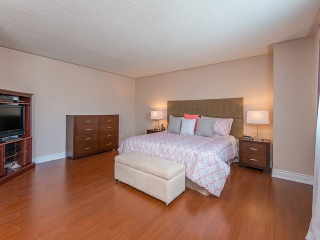 Detached at 2293 Beare Crt, Pickering, Ontario. Image 3
