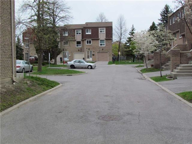 Condo Townhouse at 2 Stonehill Crt, Unit 21, Toronto, Ontario. Image 12