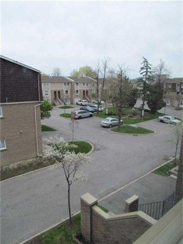 Condo Townhouse at 2 Stonehill Crt, Unit 21, Toronto, Ontario. Image 6