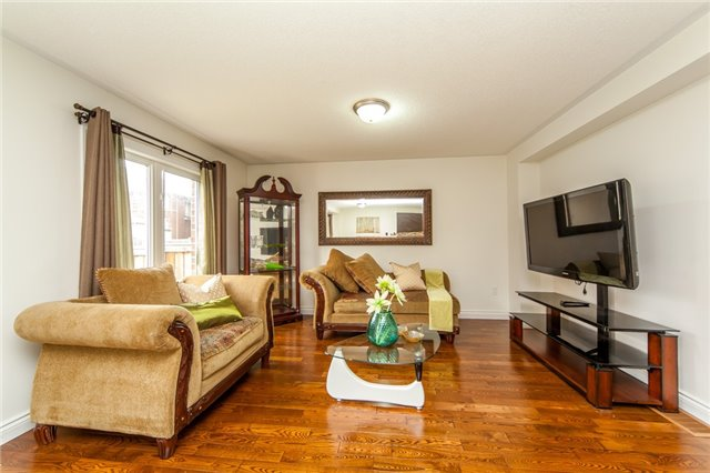 Detached at 53 Oswell Dr, Ajax, Ontario. Image 14