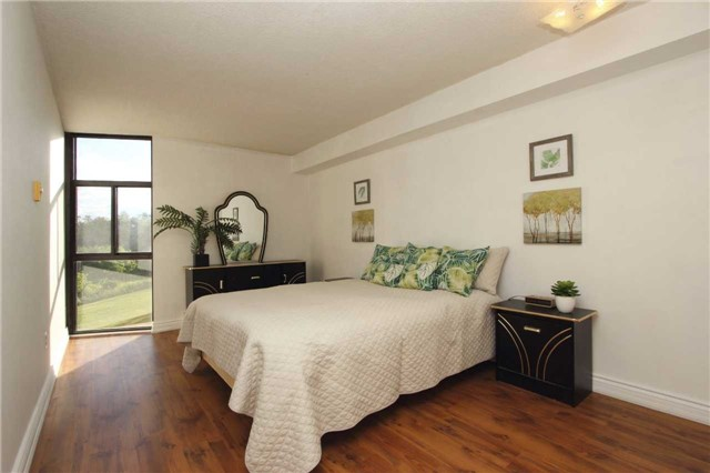 Condo Apartment at 454 Centre St S, Unit 109, Oshawa, Ontario. Image 5
